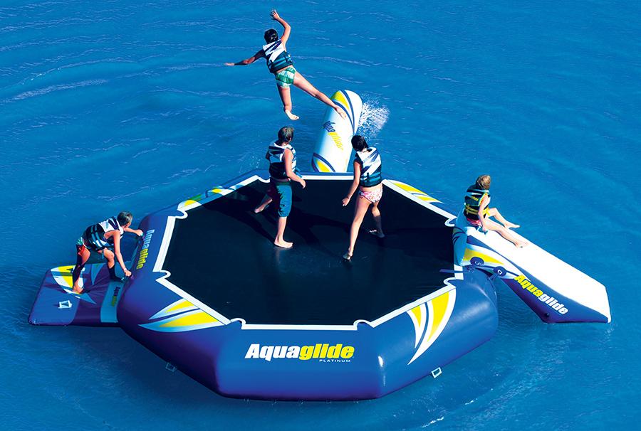 Aquaglide, i gonfiabili resistenti per il divertimento al mare