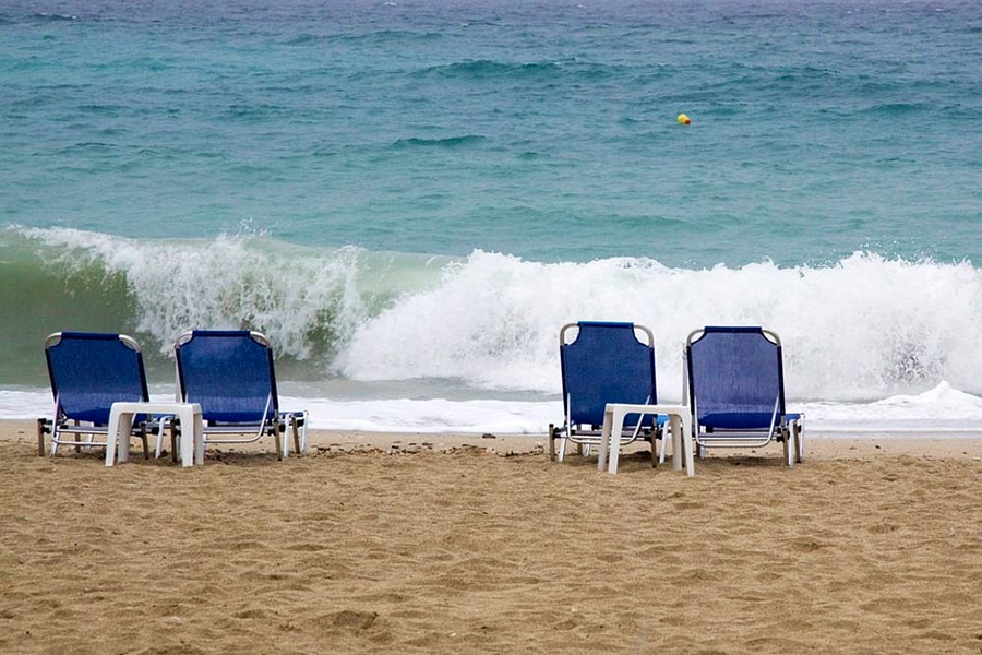 Noleggio Sdraio E Ombrelloni Normativa.Il Noleggio Di Lettini In Spiaggia Libera Non E Occupazione Abusiva