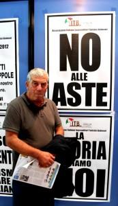 Giuseppe Ricci, presidente Itb, nel suo stand tappezzato di manifesti